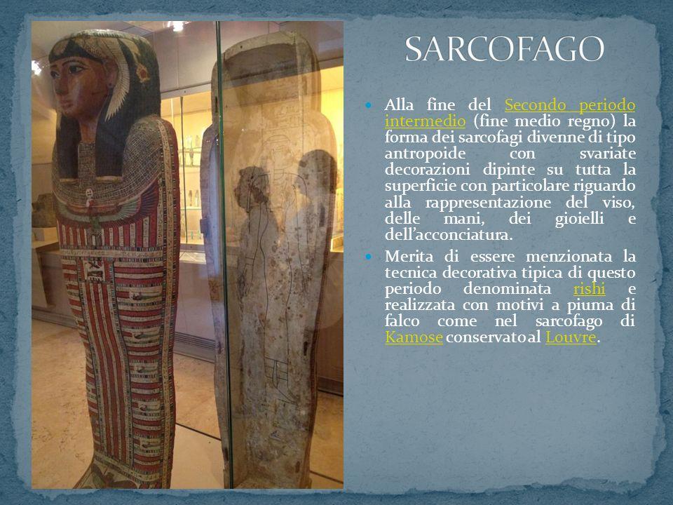 Alla fine del Secondo periodo intermedio (fine medio regno) la forma dei sarcofagi divenne di tipo antropoide con svariate decorazioni dipinte su tutt