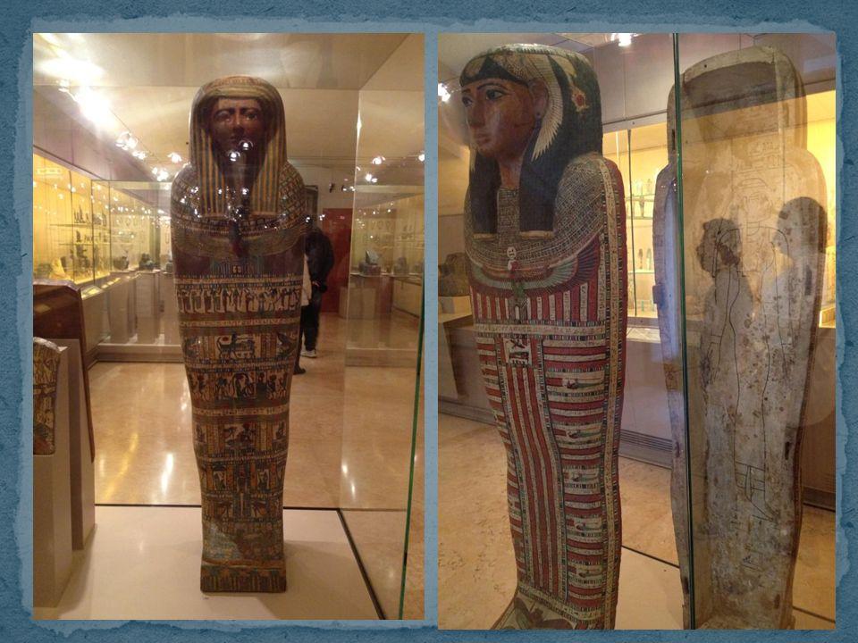 Compaiono nellAntico Regno, i sarcofagi di pietra, in granito oppure in calcare, si presentavano incavati, senza iscrizioni, politi, lisciati, con bas