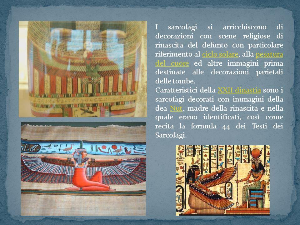 I sarcofagi si arricchiscono di decorazioni con scene religiose di rinascita del defunto con particolare riferimento al ciclo solare, alla pesatura de