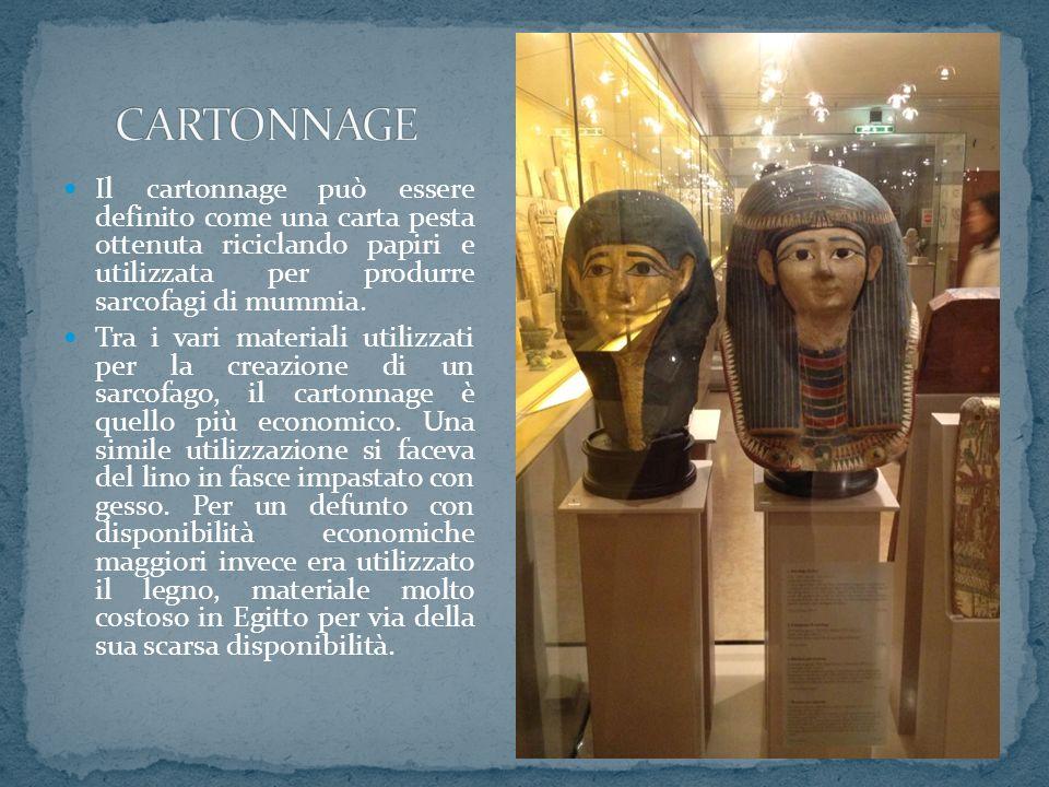 Il cartonnage può essere definito come una carta pesta ottenuta riciclando papiri e utilizzata per produrre sarcofagi di mummia. Tra i vari materiali