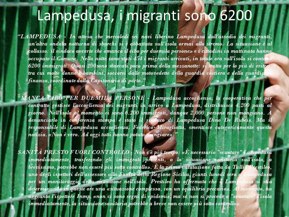 Lampedusa, i migranti sono 6200 LAMPEDUSA - In attesa che mercoledì sei navi liberino Lampedusa dall'assedio dei migranti, un'altra ondata notturna di