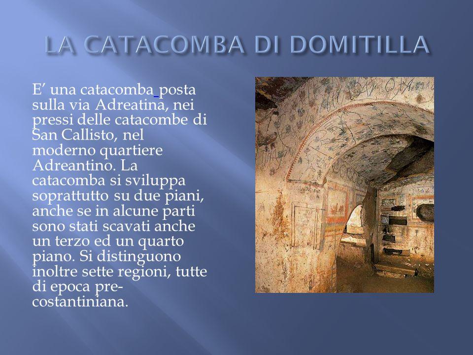 La catacomba fu costruita nel II secolo da Callisto (da questo il nome) Le gallerie, dove trovarono sepoltura più di cinquanta martiri e sedici pontefici, fanno parte di un complesso cimiteriale che occupa quindici ettari e raggiungono una lunghezza di quasi venti chilometri.