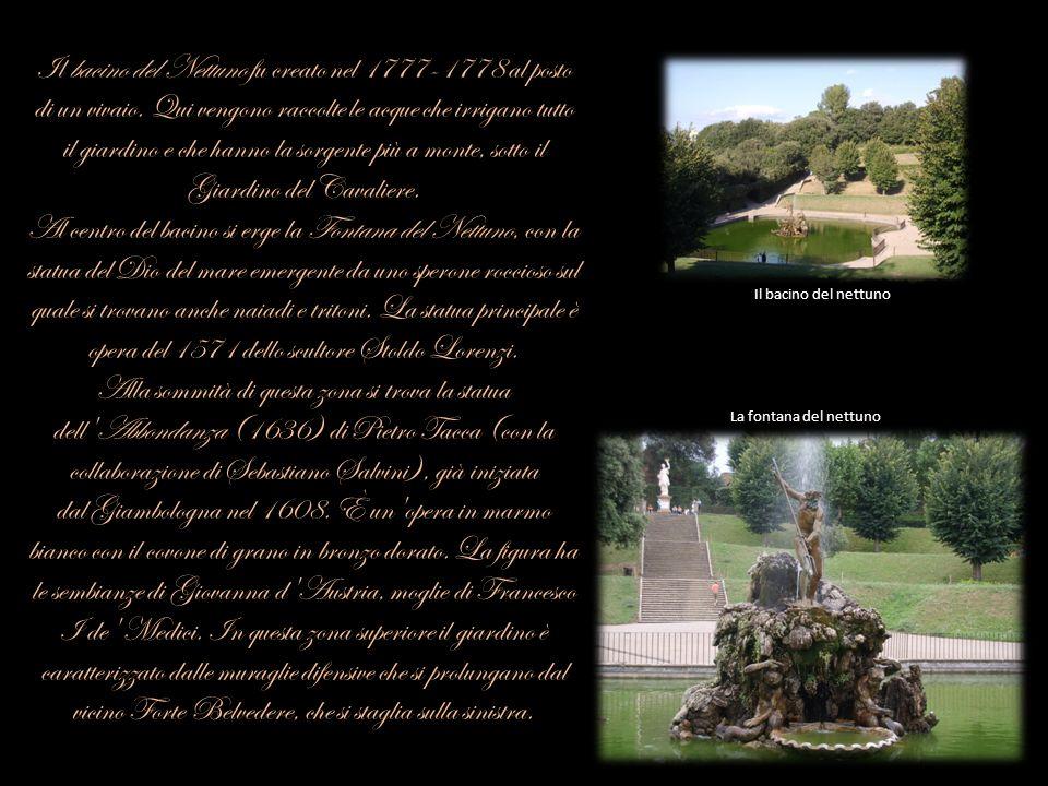 Il bacino del Nettuno fu creato nel 1777-1778 al posto di un vivaio. Qui vengono raccolte le acque che irrigano tutto il giardino e che hanno la sorge