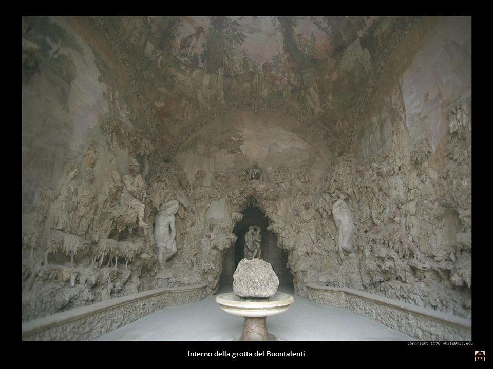Interno della grotta del Buontalenti