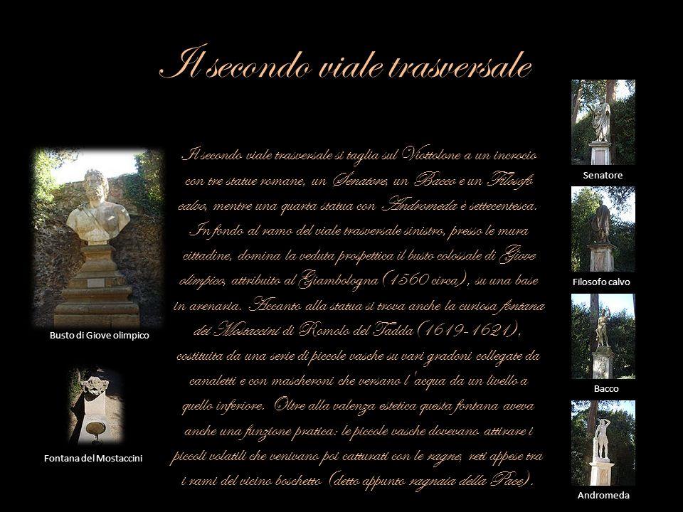 Il secondo viale trasversale Il secondo viale trasversale si taglia sul Viottolone a un incrocio con tre statue romane, un Senatore, un Bacco e un Fil