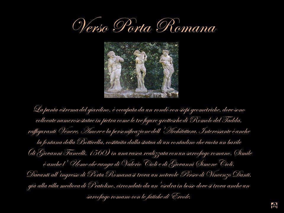 Verso Porta Romana La punta estrema del giardino, è occupata da un rondò con siepi geometriche, dove sono collocate numerose statue in pietra come le