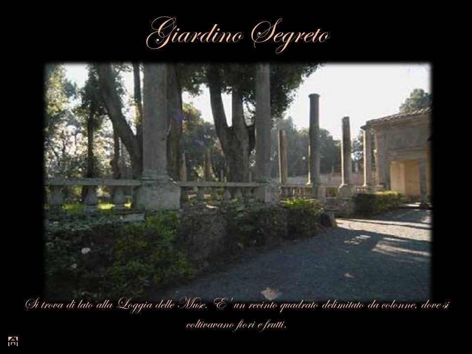 Giardino Segreto Si trova di lato alla Loggia delle Muse. E' un recinto quadrato delimitato da colonne, dove si coltivavano fiori e frutti.