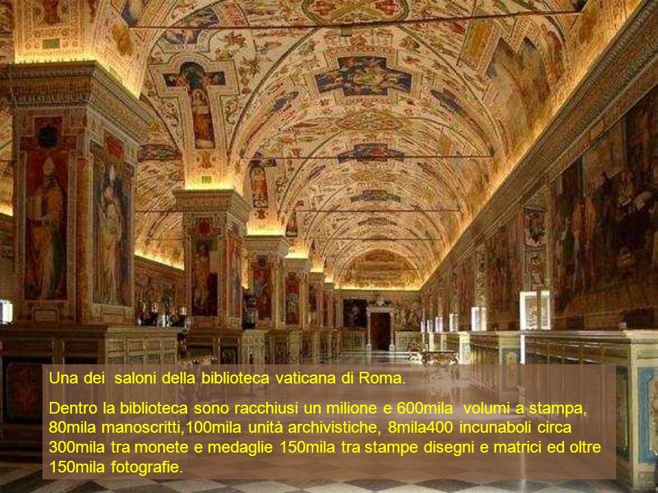 Una dei saloni della biblioteca vaticana di Roma. Dentro la biblioteca sono racchiusi un milione e 600mila volumi a stampa, 80mila manoscritti,100mila