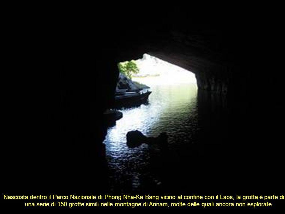 Nascosta dentro il Parco Nazionale di Phong Nha-Ke Bang vicino al confine con il Laos, la grotta è parte di una serie di 150 grotte simili nelle montagne di Annam, molte delle quali ancora non esplorate.................................................................