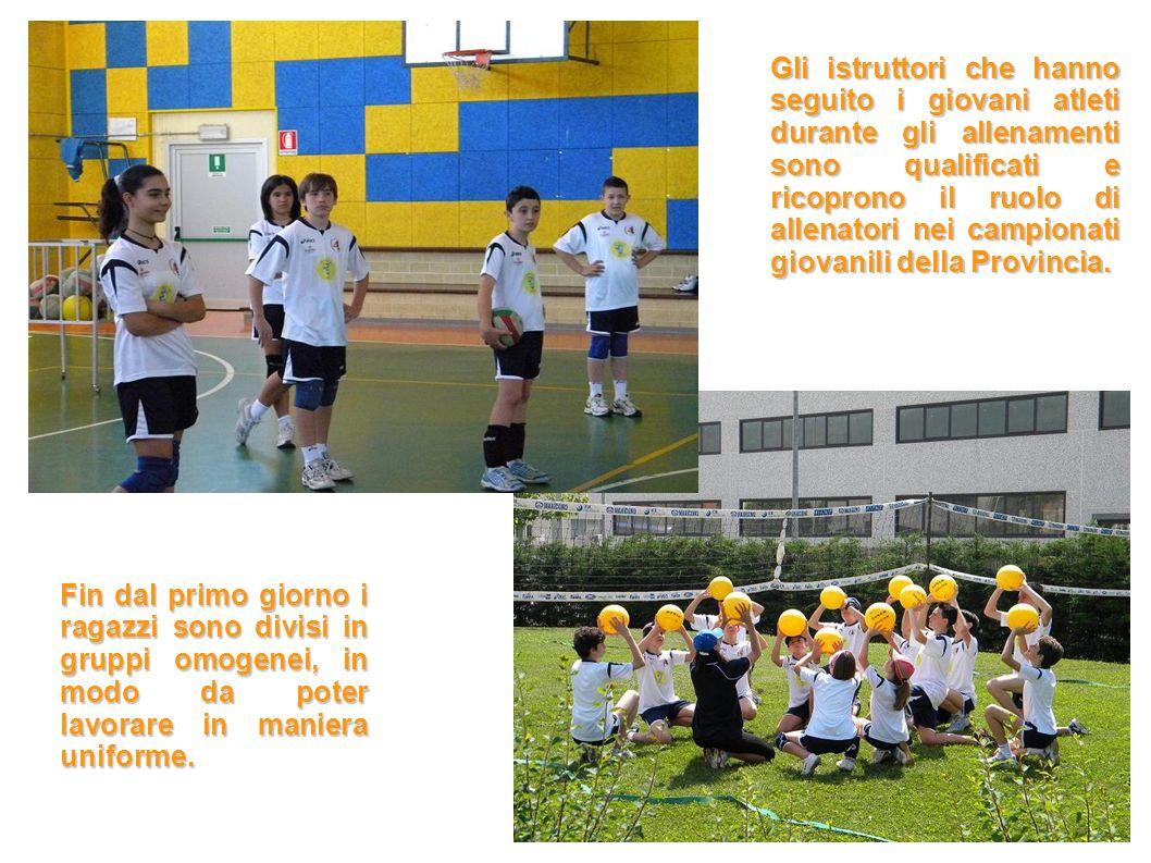Fin dal primo giorno i ragazzi sono divisi in gruppi omogenei, in modo da poter lavorare in maniera uniforme.