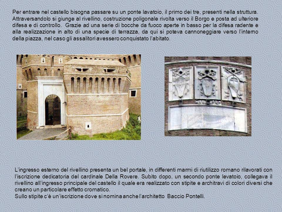 Per entrare nel castello bisogna passare su un ponte lavatoio, il primo dei tre, presenti nella struttura.