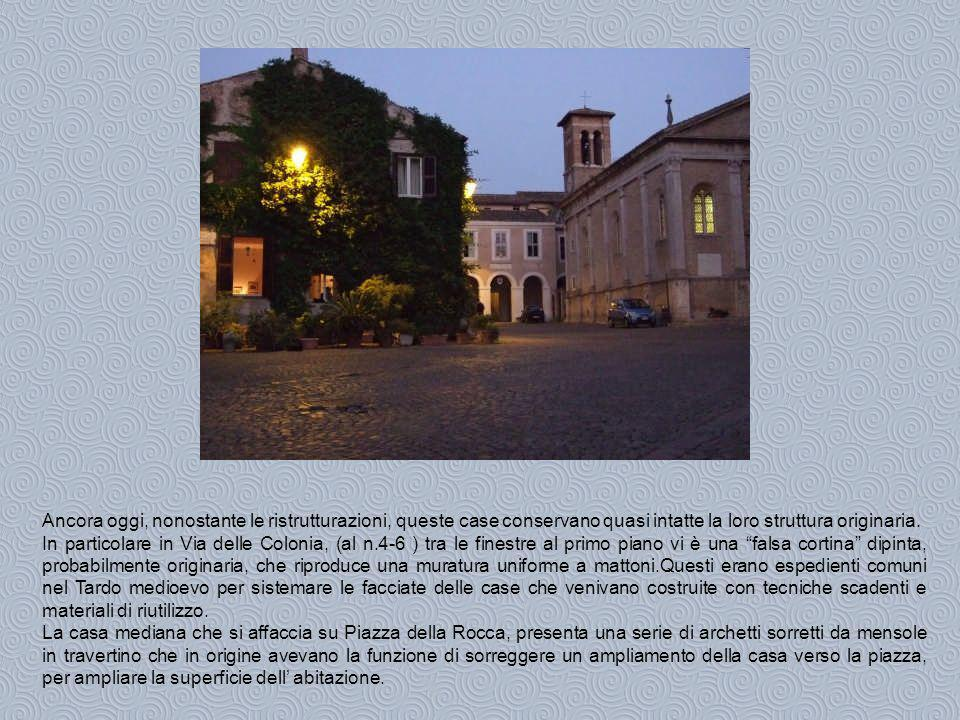 Interessante è il portoncino in pietra in via del Forno( n.11 ), di fattura rinascimentale che presenta un piccolo stemma con una torre e l iscrizione sullarchitrave del nome dellantico proprietario.