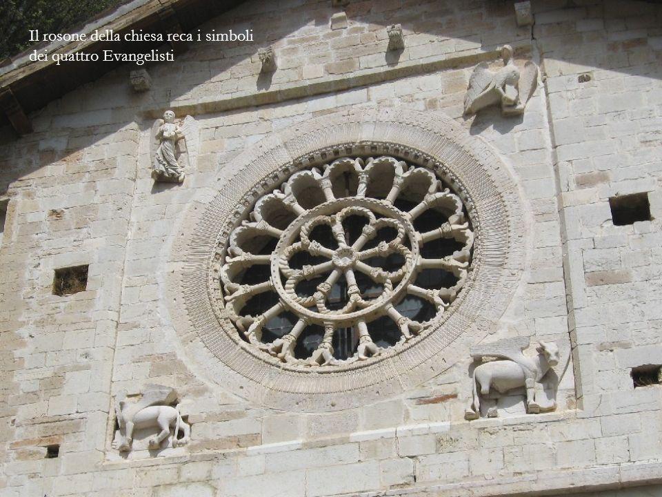 La chiesa, in stile romanico, che si trova tra le mura dellAbbazia fu edificata tra lXI e il XIV secolo.