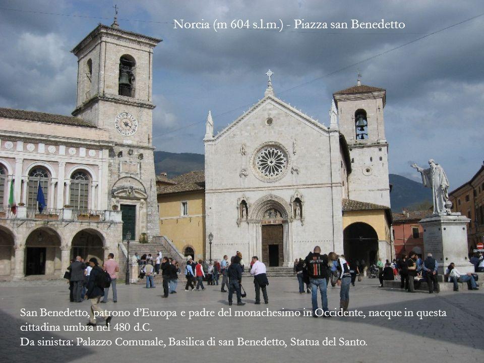Il rosone della chiesa reca i simboli dei quattro Evangelisti