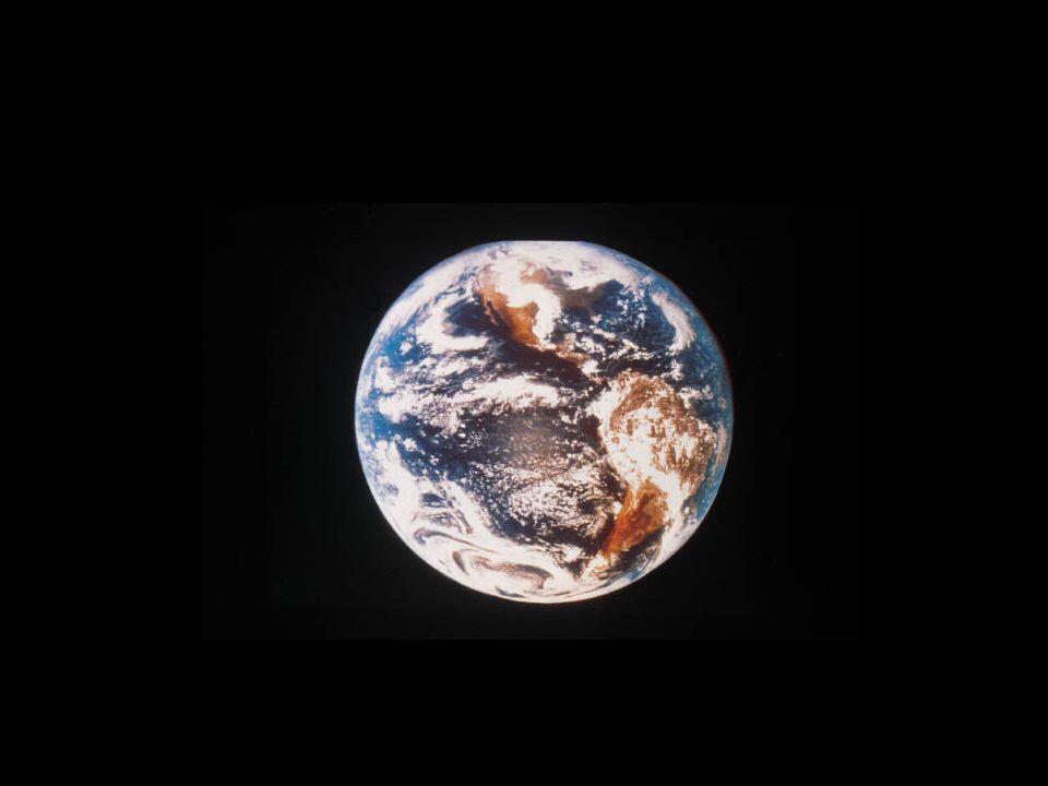Classi 5° B -C Laspetto della Terra è stato radicalmente trasformato dalla presenza delluomo: ha dissodato campi, abbattuto foreste, costruito città, messo in comunicazioni ambienti lontanissimi.