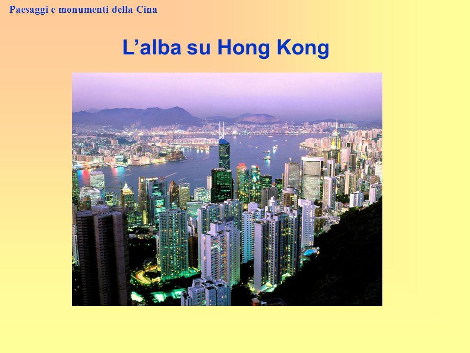 Paesaggi e monumenti della Cina Lalba su Hong Kong