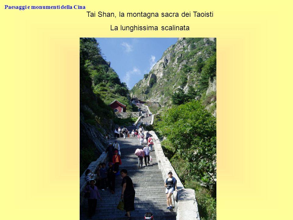 Paesaggi e monumenti della Cina Tai Shan, la montagna sacra dei Taoisti La lunghissima scalinata
