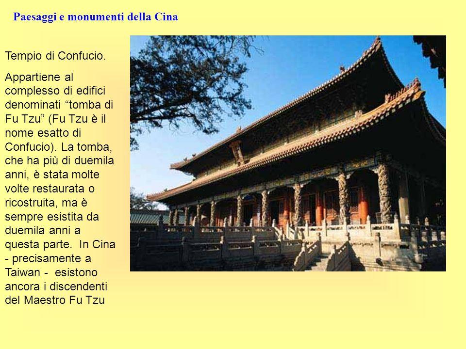 Paesaggi e monumenti della Cina Tempio di Confucio. Appartiene al complesso di edifici denominati tomba di Fu Tzu (Fu Tzu è il nome esatto di Confucio