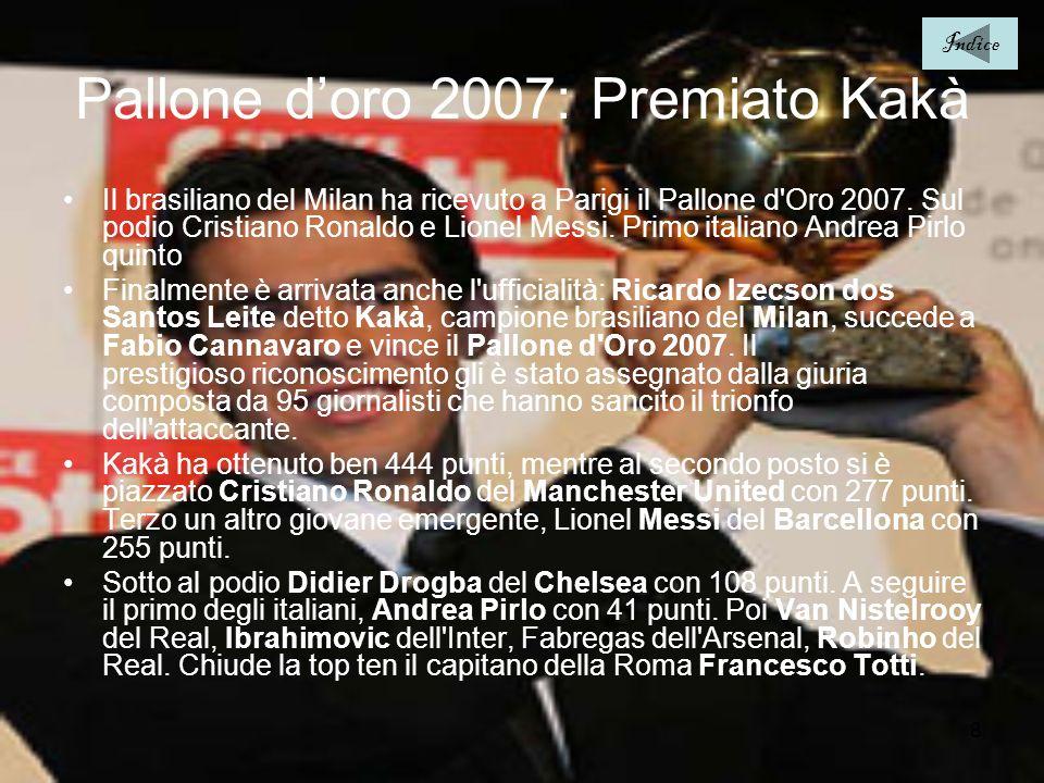 8 Pallone doro 2007: Premiato Kakà Il brasiliano del Milan ha ricevuto a Parigi il Pallone d'Oro 2007. Sul podio Cristiano Ronaldo e Lionel Messi. Pri