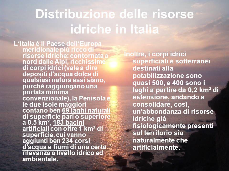Distribuzione delle risorse idriche in Italia LItalia è il Paese dellEuropa meridionale più ricco di risorse idriche: contornata a nord dalle Alpi, ri