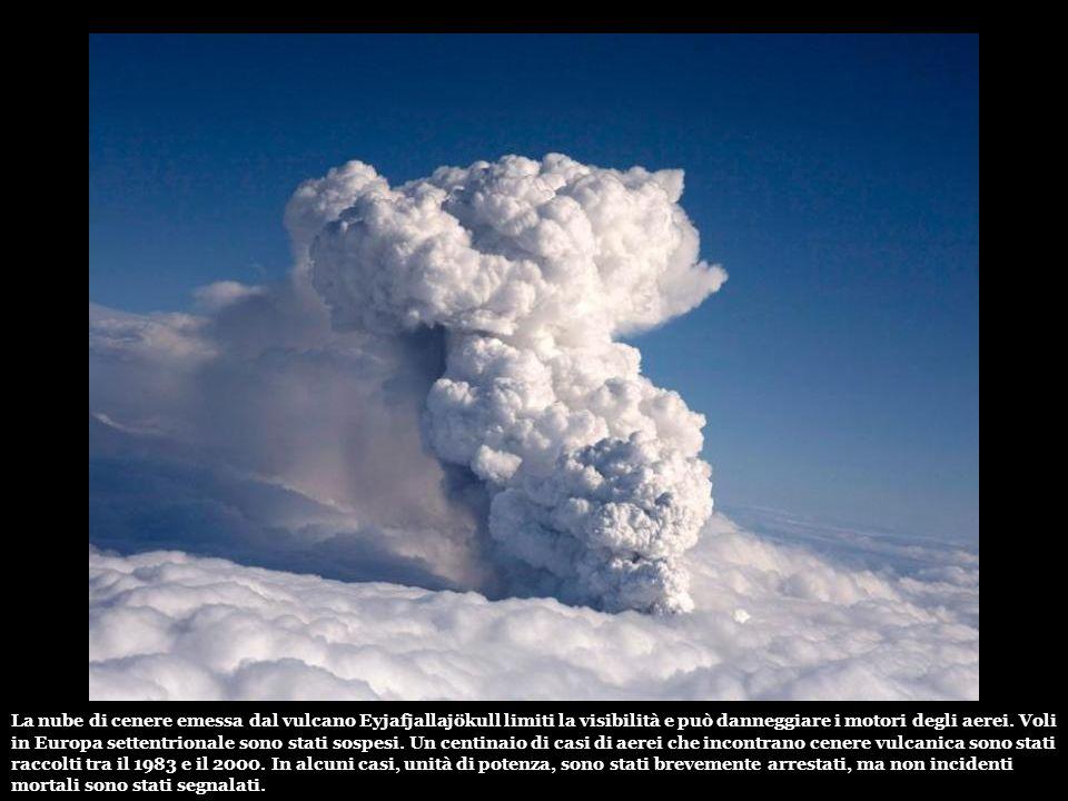 Il mese scorso, la prima eruzione dal 1823 aveva portato a breve l'evacuazione di 600 persone. Questo risveglio ha posto in prossimità del vulcano Kat