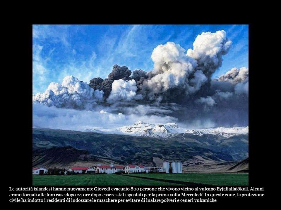 Il risveglio del vulcano Eyjafjallaj ö kull meltdown provocato provocando inondazioni. 800 residenti sono stati evacuati. Islanda: le immagini spettac