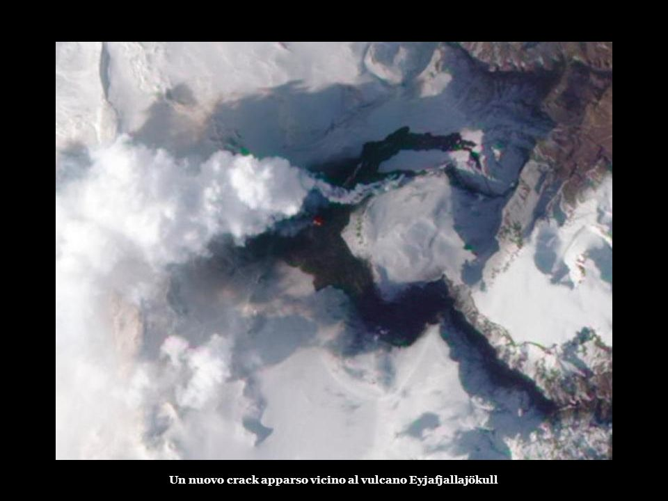 Oltre alle nuvole, le acque sotterranee un'eruzione vulcanica avvenuta all'inizio del Mercoledì mattina ha causato lo scioglimento dei ghiacciai, prov
