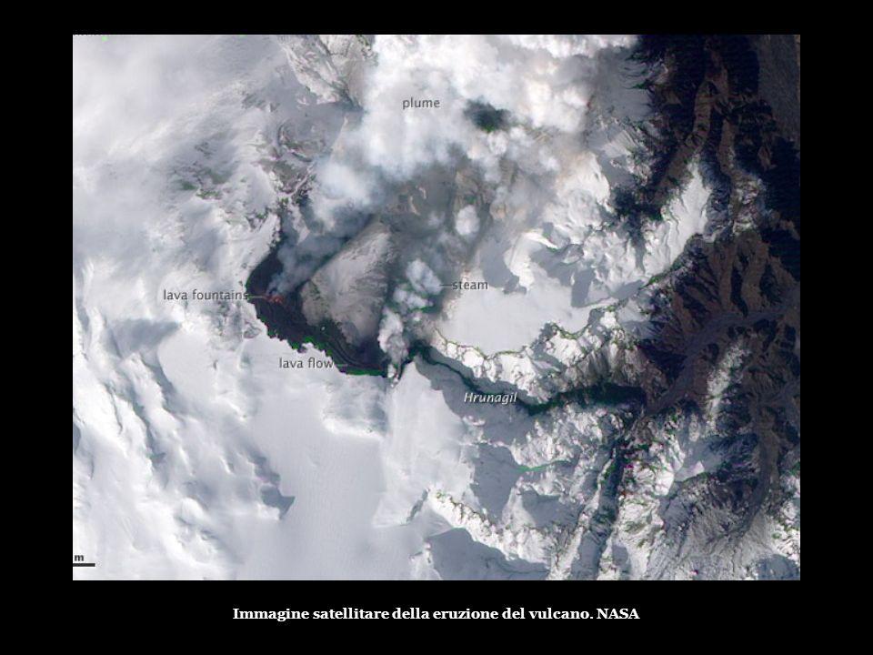 Immagine satellitare della eruzione del vulcano. NASA