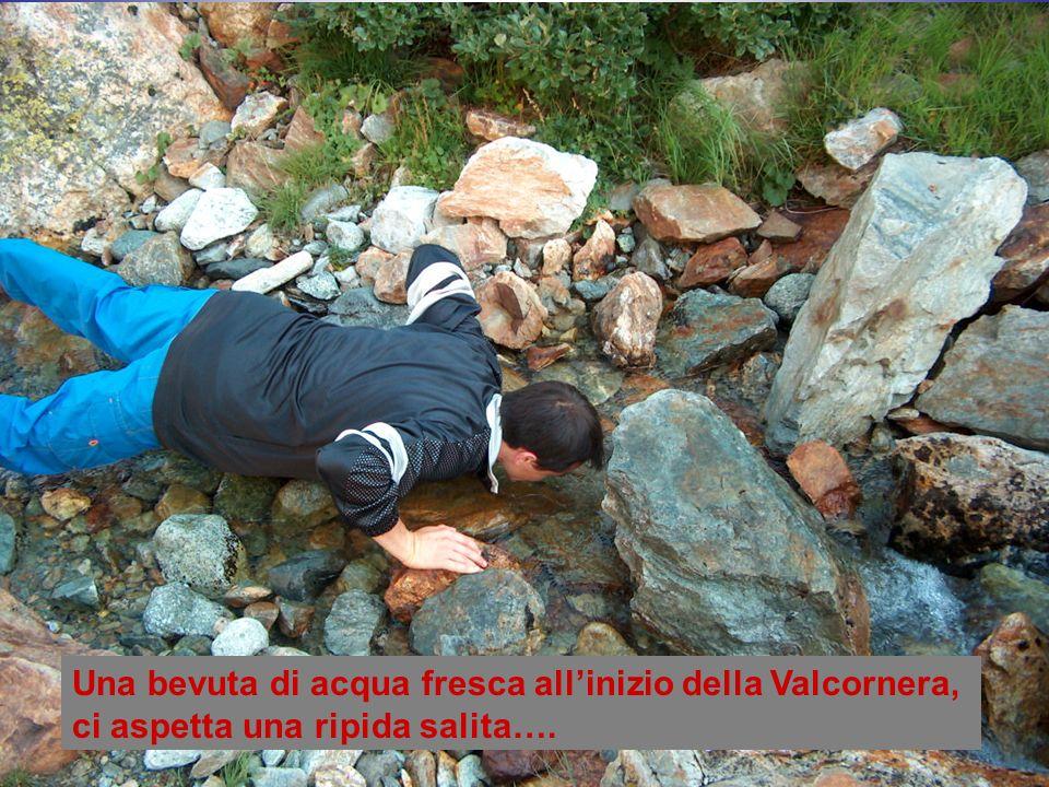 Una bevuta di acqua fresca allinizio della Valcornera, ci aspetta una ripida salita….