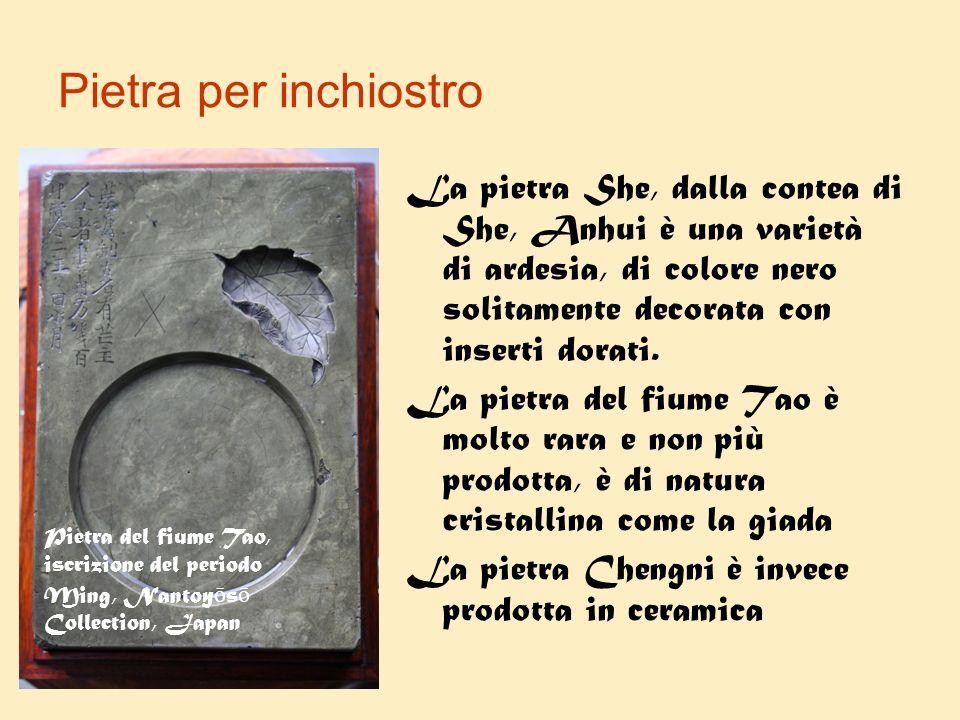 Pietra per inchiostro La pietra She, dalla contea di She, Anhui è una varietà di ardesia, di colore nero solitamente decorata con inserti dorati. La p