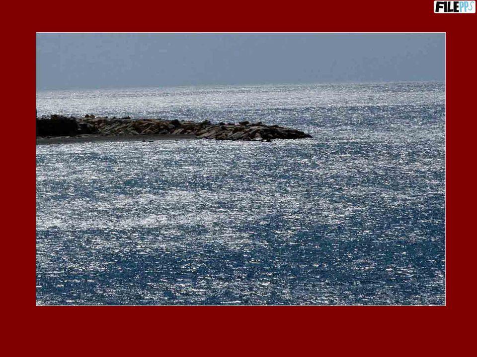 La spiaggia di Riace e il faro di Capo dArmi