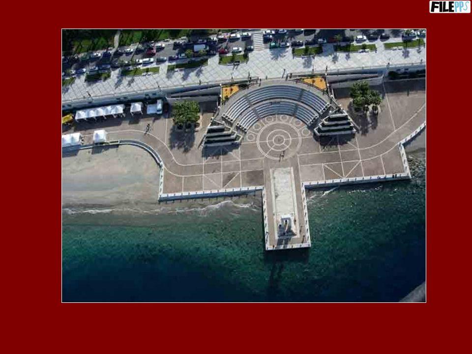 Larena dello stretto e il Cippo Marmoreo monumento a Vittorio Emanuele III