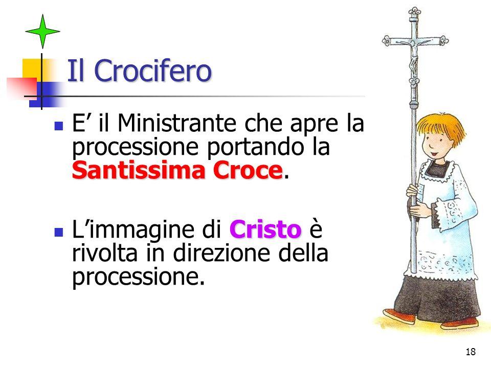 18 Il Crocifero Santissima Croce E il Ministrante che apre la processione portando la Santissima Croce. Cristo Limmagine di Cristo è rivolta in direzi