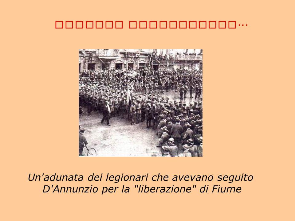 CORREDO FOTOGRAFICO... Un'adunata dei legionari che avevano seguito D'Annunzio per la