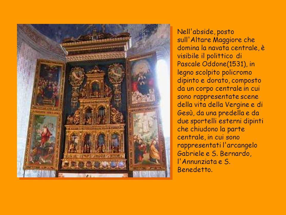 Nell'abside, posto sull'Altare Maggiore che domina la navata centrale, è visibile il polittico di Pascale Oddone(1531), in legno scolpito policromo di