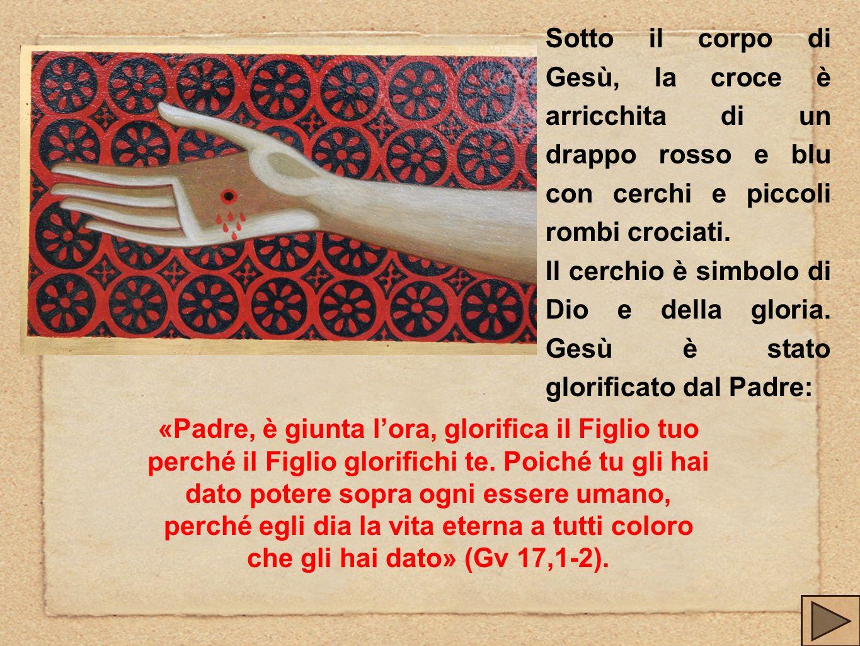 Sotto il corpo di Gesù, la croce è arricchita di un drappo rosso e blu con cerchi e piccoli rombi crociati. Il cerchio è simbolo di Dio e della gloria