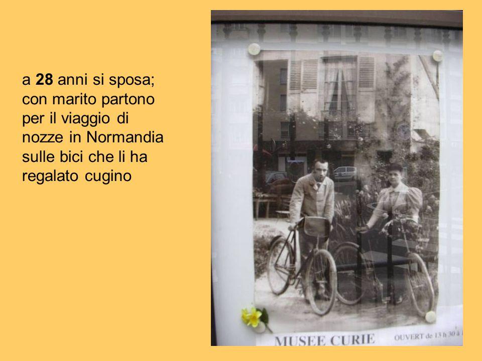 a 28 anni si sposa; con marito partono per il viaggio di nozze in Normandia sulle bici che li ha regalato cugino