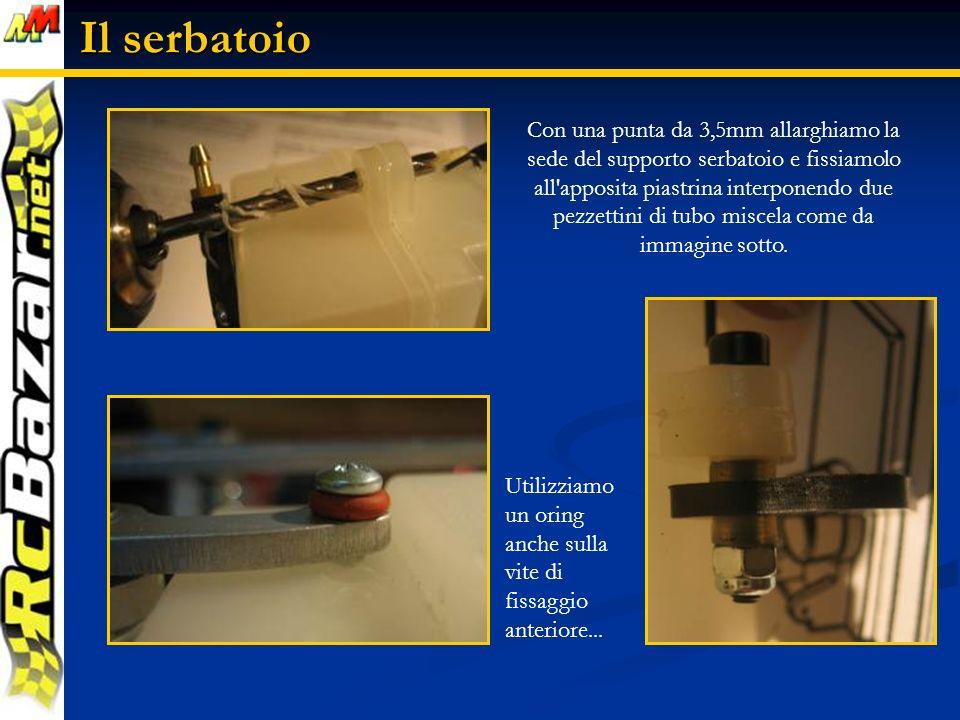 Il serbatoio Con una punta da 3,5mm allarghiamo la sede del supporto serbatoio e fissiamolo all apposita piastrina interponendo due pezzettini di tubo miscela come da immagine sotto.