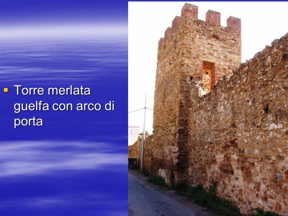 Torre merlata guelfa con arco di porta Torre merlata guelfa con arco di porta