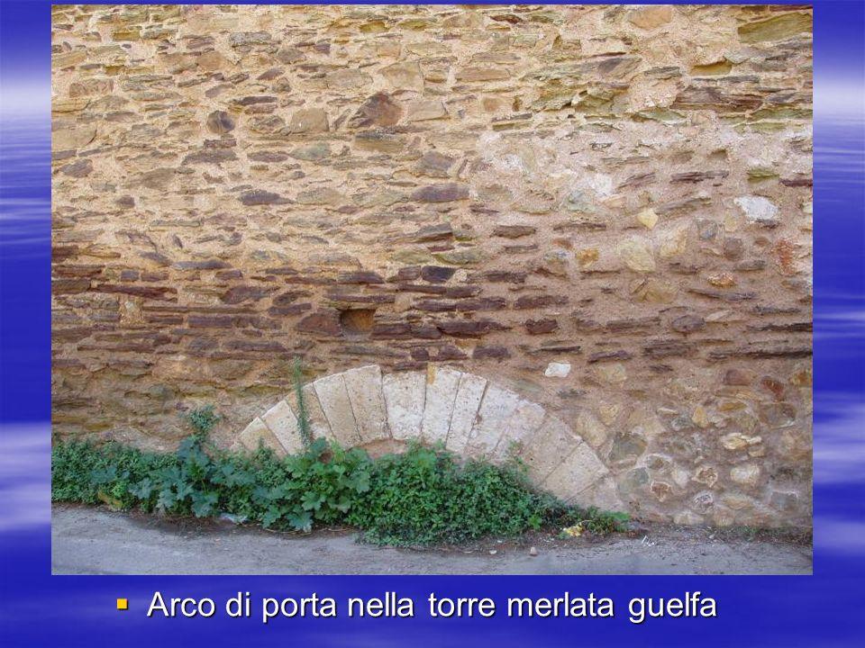 Arco di porta nella torre merlata guelfa Arco di porta nella torre merlata guelfa