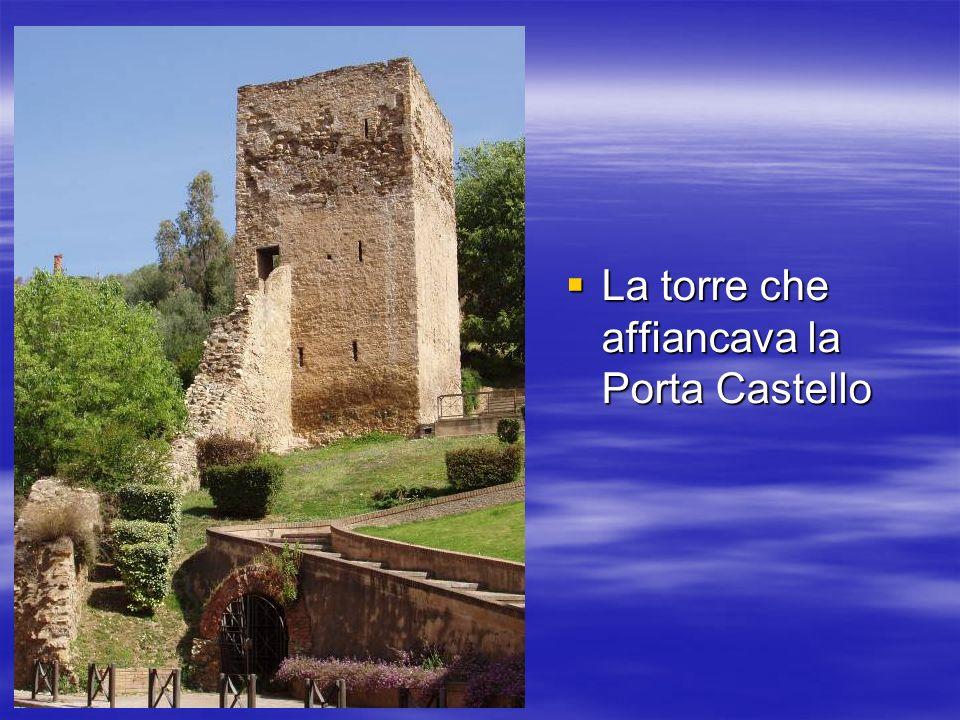 La torre che affiancava la Porta Castello La torre che affiancava la Porta Castello