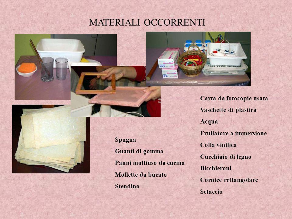 FASE 1 Strappiamo con le mani la carta, in piccoli pezzi, che versiamo nelle vaschette di plastica e …