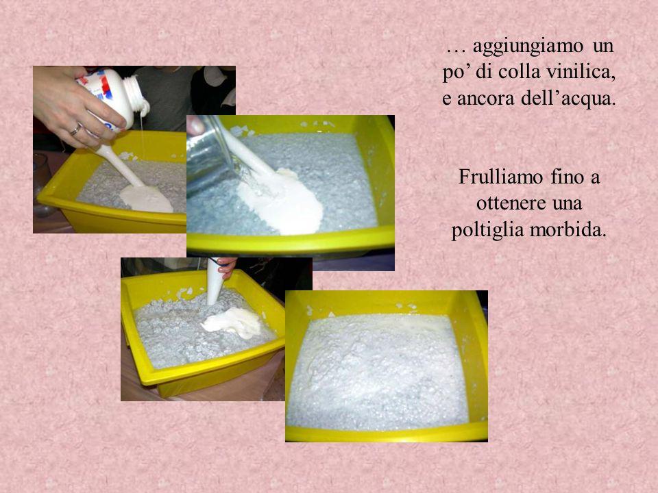 Versiamo un parte della poltiglia ottenuta in una vaschetta contenente una buona quantità dacqua.