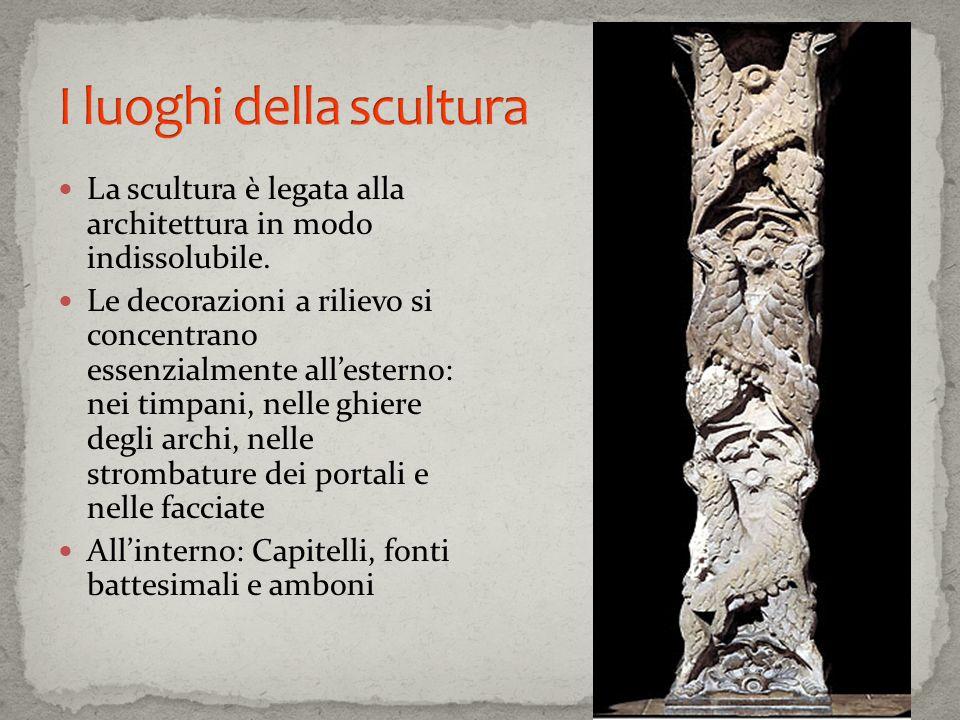 La scultura è legata alla architettura in modo indissolubile. Le decorazioni a rilievo si concentrano essenzialmente allesterno: nei timpani, nelle gh