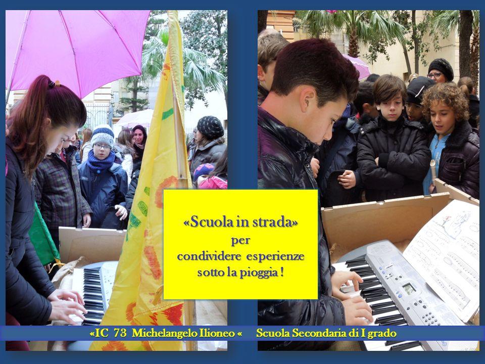 «Scuola in strada» per condividere esperienze sotto la pioggia .