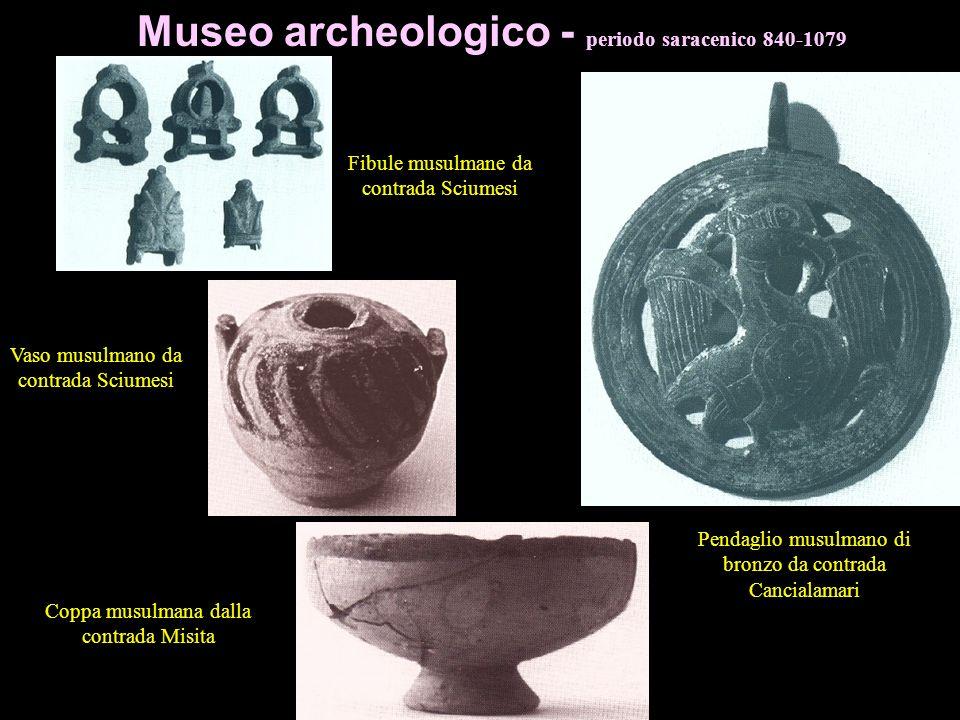 Da Ippana Sigillo di terracotta con Triskeles (Trinacria) con scritta HPA (Hera) in rilievo e scrittura a specchio. mm.42 Frammento di vaso da Ippana