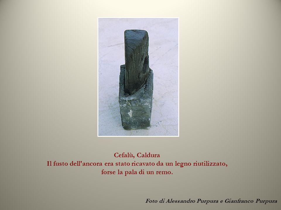 Cefalù, Caldura Il fusto dell'ancora era stato ricavato da un legno riutilizzato, forse la pala di un remo. Foto di Alessandro Purpura e Gianfranco Pu