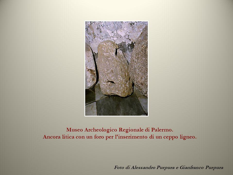 Foto di Alessandro Purpura e Gianfranco Purpura Museo Archeologico Regionale di Palermo. Ancora litica con un foro per l'inserimento di un ceppo ligne