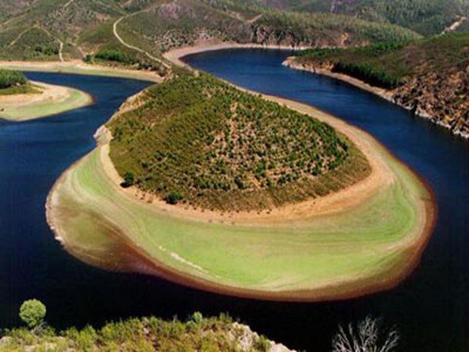 Lungo il suo corso, il Danubio forma numerosi meandri Il termine meandro indica un ampia sinuosità. A fianco, il processo di formazione di un meandro