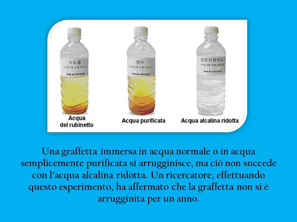 Una graffetta immersa in acqua normale o in acqua semplicemente purificata si arrugginisce, ma ciò non succede con lacqua alcalina ridotta. Un ricerca